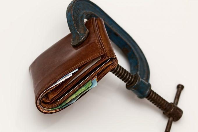 Allt fler unga ansöker om skuldsanering
